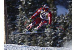 eric guay adelante en entrenamiento de esqui olimpico