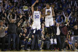 un acelerado curry propulsa a los warriors ante clippers