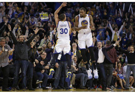 Un acelerado Curry propulsa a los Warriors ante Clippers