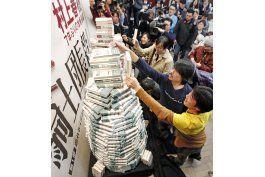 fanaticos en japon corren a comprar nueva novela de murakami