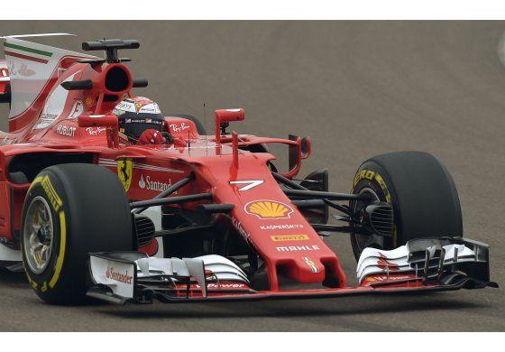 Ferrari presenta bólido con el que espera retar a Mercedes