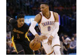 westbrook consigue triple doble; thunder vence a lakers
