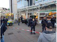 alemania: hombre arrolla a transeuntes y uno muere