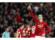 ibra carga a man united para conquistar la copa de liga
