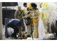 17 heridos tras colapsar una carroza del carnaval de rio
