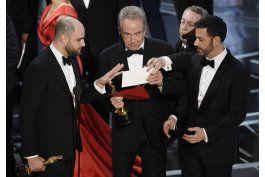 la academia de cine se disculpa por error en los oscar