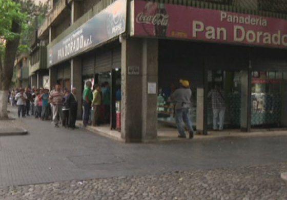 Nicolás Maduro expropia más panaderías, generando caos en Venezuela