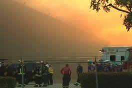 bomberos batallaron contra gigantesco incendio en un almacen de ups en hialeah