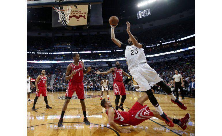 Hill impone marca con 30 y Pelicans vencen a Rockets