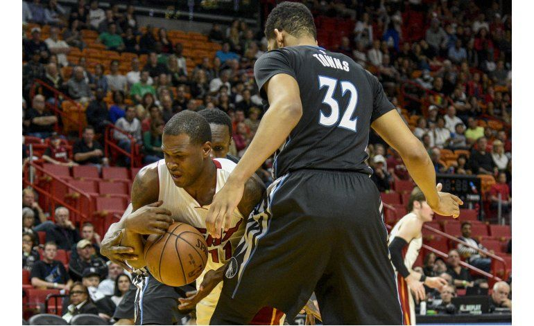 Heat vence a Wolves, pese a doble  doble de Towns