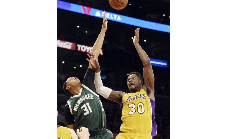 Bucks aguantan ante Lakers y se imponen 107-103