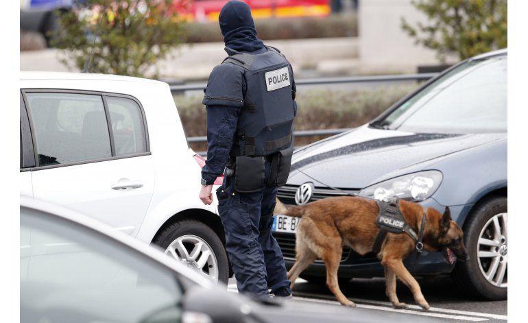 LO ÚLTIMO: Hollande elogia soldados y policía
