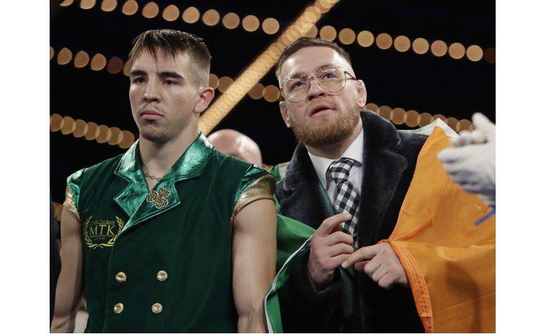 Acompañado por McGregor, Conlan noquea a Ibarra en debut
