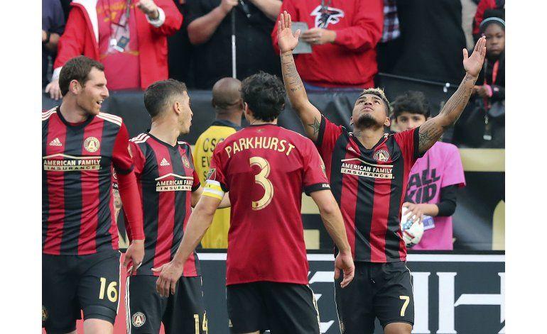 Con 2 de Martínez, Atlanta logra su 1ra victoria en casa
