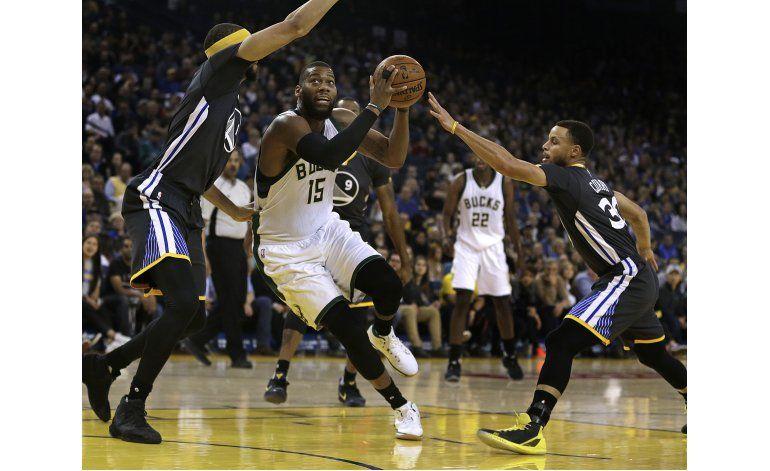 Curry anota 28 y Warriors aplastan a Bucks 117-92