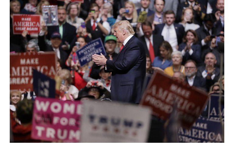 Trump se inyecta de energía reuniéndose con simpatizantes