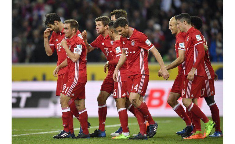 Bayern Múnich se aleja en el liderato tras ganar en Gladbach