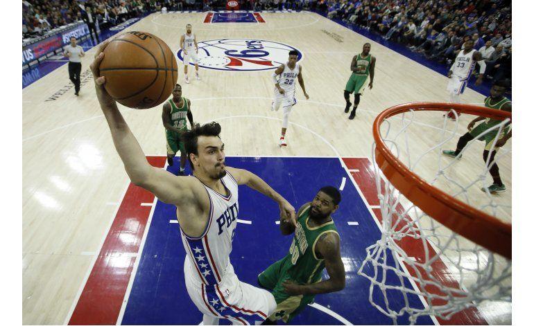 Sixers remontan déficit de 13 puntos para vencer a Celtics