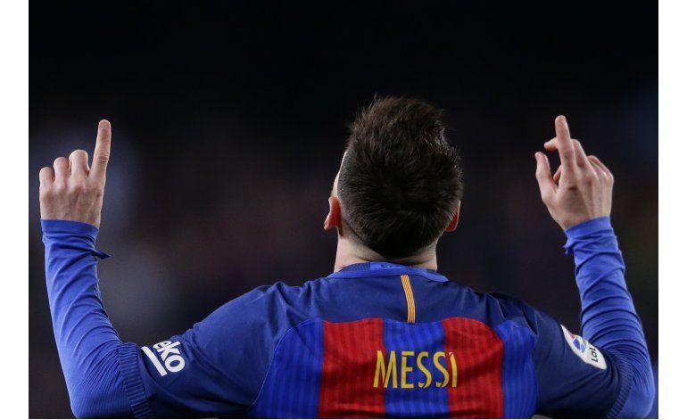 Messi y Suárez mantienen al Barcelona a 2 puntos del Madrid