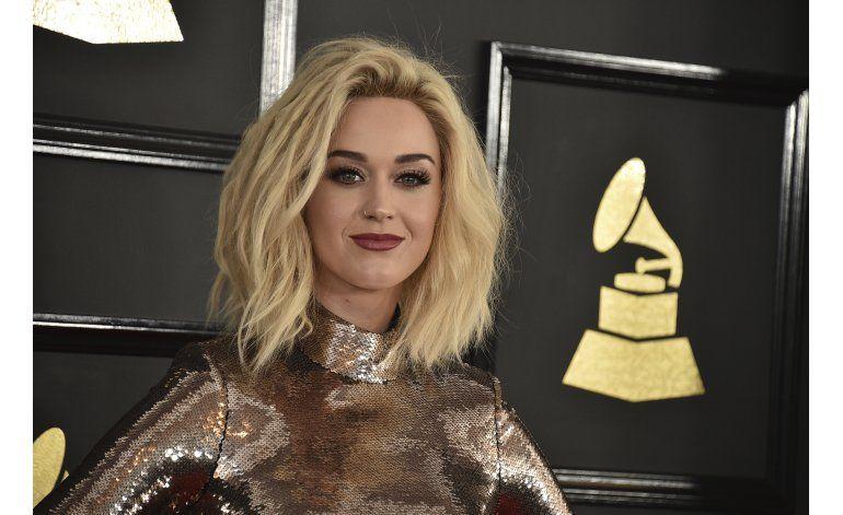 Katy Perry dice que rogaba no sentirse gay de adolescente