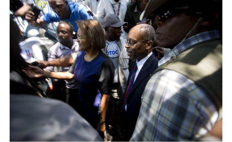 Abogados: Atacan caravana que transportaba a Aristide