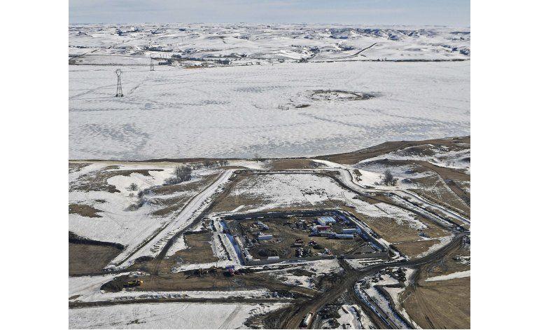 Oleoducto Dakota Access en curso pese a amenazas