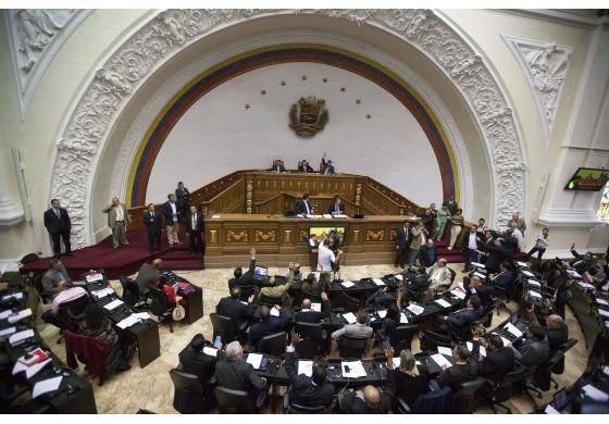 Venezuela: Congreso respalda activación de Carta Democrática