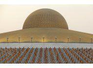 ap explica: el escandalo del imponente templo tailandes