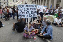 docentes argentinos marchan en reclamo de aumento salarial