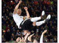 podolski se despide con gol del triunfo ante inglaterra