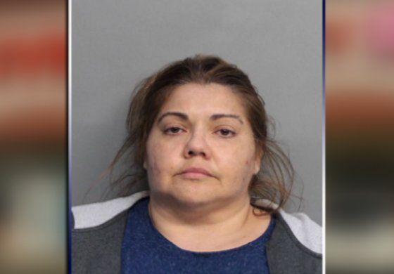 Mujer enfrenta cargos por robarse, entre otros artículos, un consolador