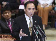 acusan al primer ministro japones de donacion polemica