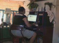 cubanos se quejan que el servicio de internet en la isla es muy caro y lento