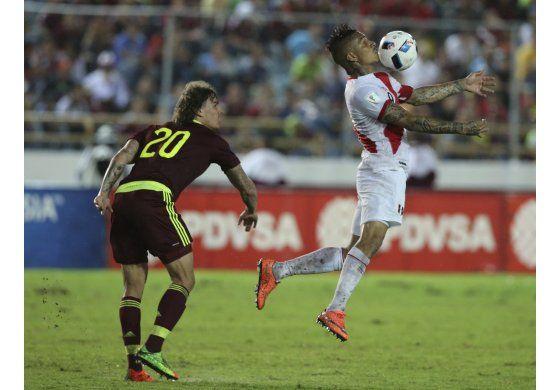 Venezuela empata 2-2 con Perú, que mira lejos el Mundial