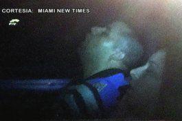 descubren a  dos policias de miami beach cuando dormian en una patrulla policial