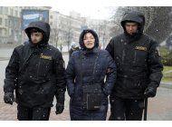 detienen a activistas bielorrusos antes de una protesta