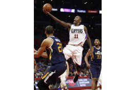 clippers aseguran pase a playoffs con victoria ante utah