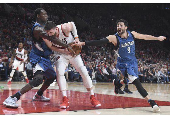 McCullum anota 32 y Blazers derrotan a Timberwolves 112-100