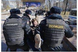 miles protestan en rusia contra corrupcion; hay arrestados