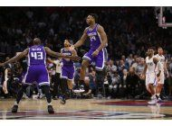kings remontan 18 en ultimo cuarto y vencen a clippers