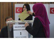 turcos expatriados votan en referendum sobre presidencia