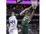 snell anota 26 y bucks complican mas a hornets
