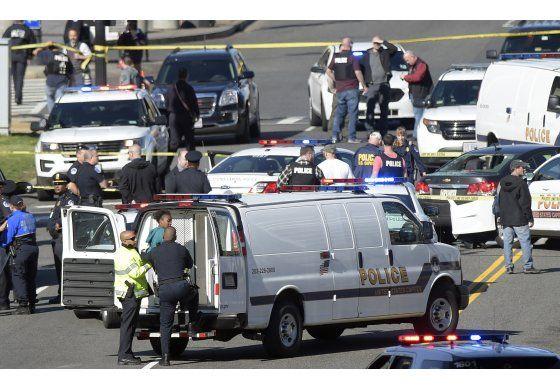 Mujer arrestada tras chocar con patrulla cerca del Capitolio