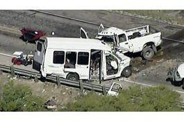 trece muertos al chocar dos camionetas en texas