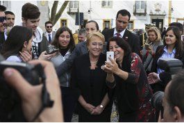 bachelet visita portugal, critica politicas aislacionistas