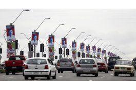 ecuatorianos definen su futuro en segunda ronda electoral