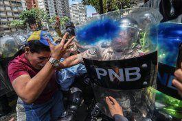 venezuela: oposicion resiste a enfrentamientos en las calles