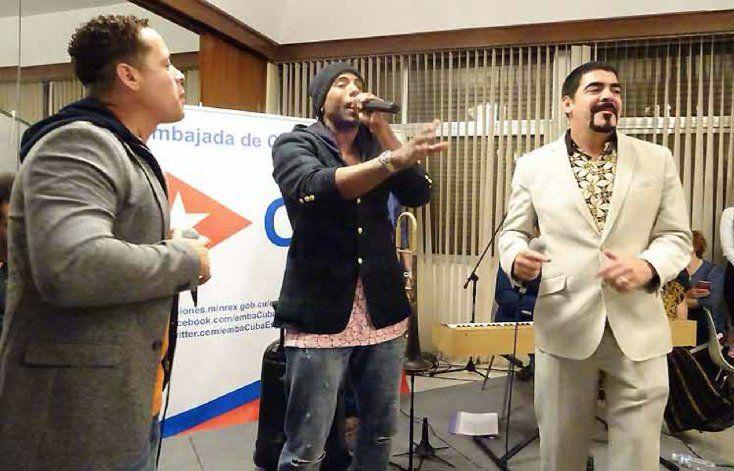 Grupo Orishas se presentó en embajada de Cuba en España en acto dedicado a la emigración y la UJC