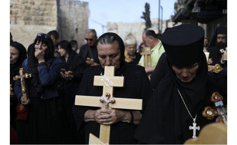 AP Fotos: Cristianos observan Viernes Santo en Jerusalén