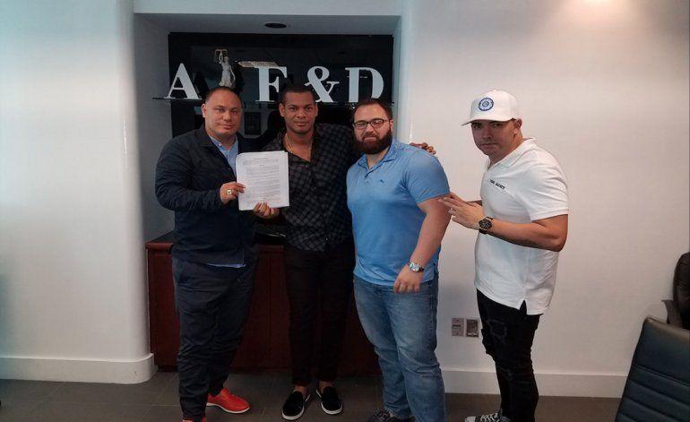 Pacheco Entertainment libera a el cantante cubano El Micha